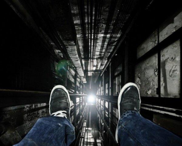 шахта лифта ноги
