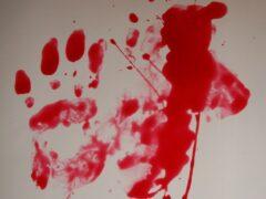 В Колпино мужчина с порезанными руками выпал из окна пятого этажа
