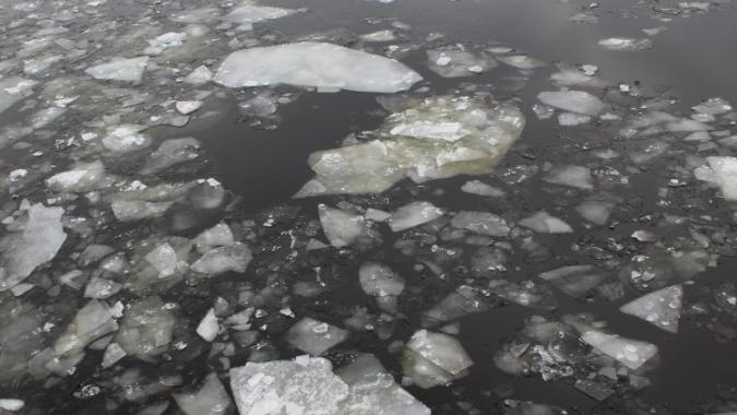 под лед провалились