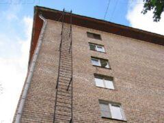 В Краснодаре школьник сорвался с пожарной лестницы и погиб