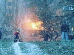 В Ростове мужчина выпрыгнул из окна третьего этажа во время пожара