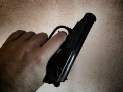 В Самарской области мужчина с пистолетом ограбил магазин на 50 рублей