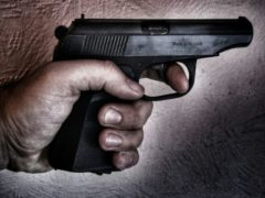 В Ростове неизвестный трижды выстрелил в посетителя кафе