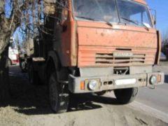 В Татарстане из кабины КамАЗа на ходу выпал пассажир и погиб