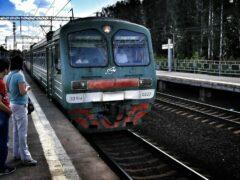 Семь вагонов поезда сошли с рельсов в Пермском крае