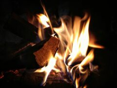 В Рославле горели два дома, погиб мужчина