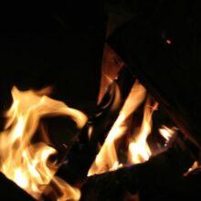 В Кировске ночью сгорела баня