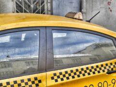 В Омске мошенники обокрали таксиста