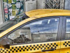 Таксист отвез пассажира на пустырь и жестоко избил