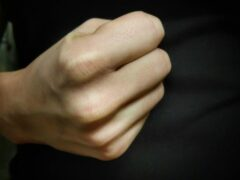 В Иванове женщина избила и ограбила на улице мужчину