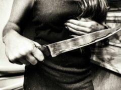 В Шуе нетрезвая женщина с ножом напала на собутыльника