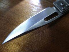 В Новорайчихинске молодой человек с ножом ограбил магазин