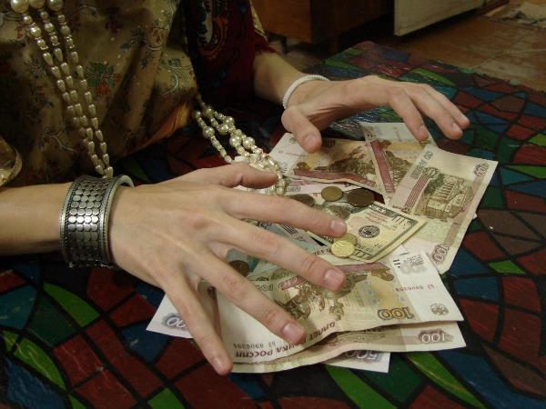мошенницы деньги