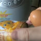 Новосибирец не смог разбить куриное яйцо о банку кукурузы