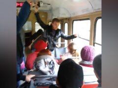 В Екатеринбурге 14-летнюю девочку избили в трамвае