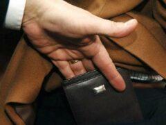 38-летний курянин украл кошелек у пожилого пенсионера