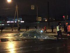 В Красногвардейском районе фура «рассыпала» стекла по проезжей части