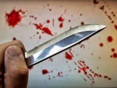 В Бурятии пьяный житель напал с ножом на соседку и ранил ее брата