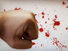 В Курске избили мужчину, отказавшегося дать приятелям денег на алкоголь