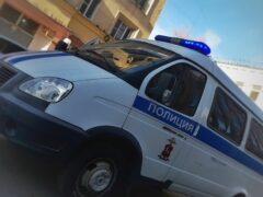 В Барнауле неизвестный в маске поджег дорогостоящую иномарку