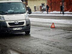 В Омске водитель «Тойоты» протаранил два автобуса