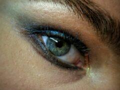 Витамин K защищает глаза от микротравм