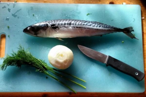 __ рыба, макрель, скумбрия, нож, лук, зелень