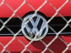 Volkswagen обновил полицейский Transporter для перевозки задержанных