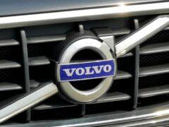 Volvo подвергла рестайлингу седан S90 и универсал V90