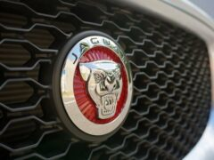 Jaguar представил кроссовер E-Pace в спецверсии Checkered Flag