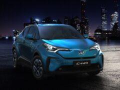 В Шанхае дебютировала электрическая версия кроссовера Toyota C-HR