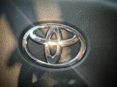 Toyota тестирует гибридный внедорожник RAV4 в Европе