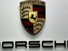 Porsche показал среднемоторный 911 RSR