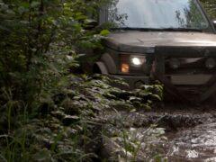 Бюджетный Suzuki Jimny сразился с дорогим «Геликом» на бездорожье