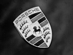 Porsche покажет в Лос-Анджелесе новые версии Taycan и Macan