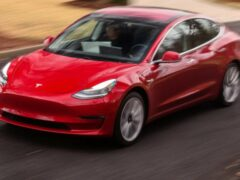 Tesla выпустила программное обновление для седана Model 3
