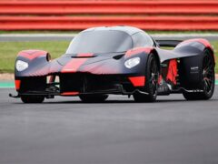 Aston Martin презентовала гибридный болид Valkyrie