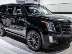 Новый Cadillac Escalade получит массивную решетку радиатора