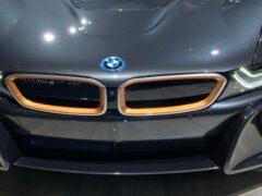 Компания BMW показала гибридный i8 Ultimate Sophisto Editions