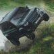 Land Rover Defender в новой части «бондианы»: прыжки и гонки по болоту