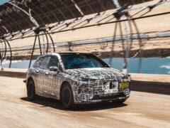 BMW опубликовала фото испытаний электрического кроссовера iNext