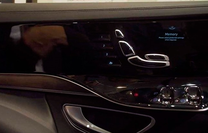 Mercedes-Benz S-Class, дисплеи в дверях