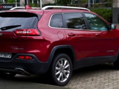 Новый Jeep Grand Cherokee заметили на дорожных испытаниях