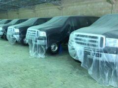 В Дубае нашли 10 новых внедорожников Ford, простоявших 15 лет