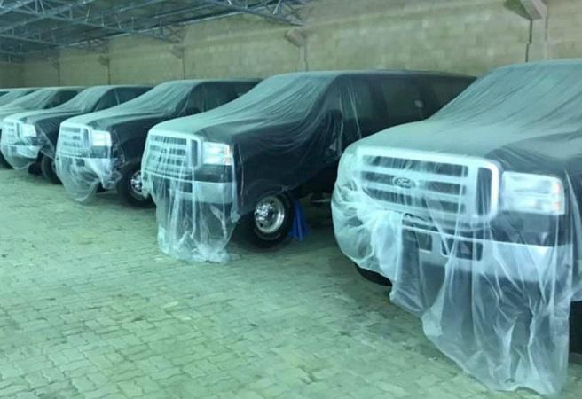 Ford Excursion, гараж
