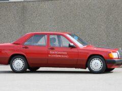 В Сети напомнили об электрокаре Mercedes 190E «Electro»