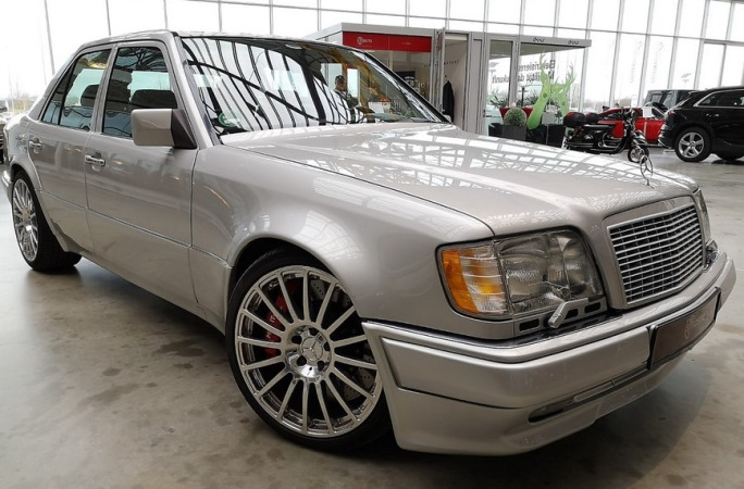 Mercedes-Benz E60 AMG W124