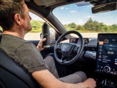 Ford Mustang Mach-E ездит без водителя