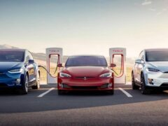 Tesla запустила в Москве тест-драйв своих электрокаров