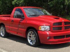 Редкий пикап Dodge Ram с 8,3-литровым мотором V10 продают на аукционе
